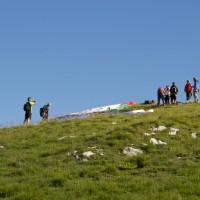 marcher en montagne et décoller en parapente du sommet